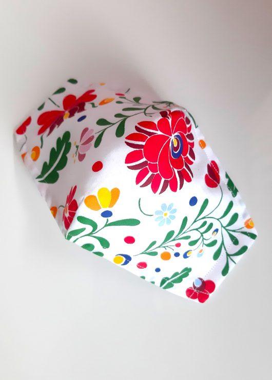 Biele-rúško-s-farebnými-kvetinami