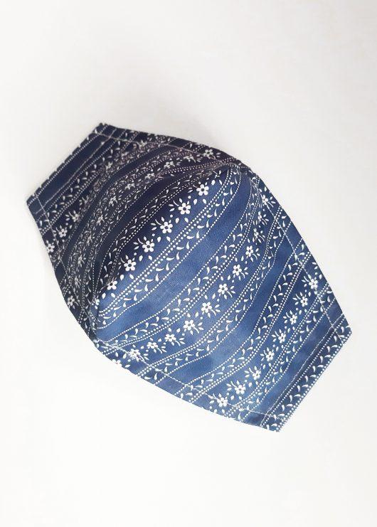 modré-s-kvetinovými-pásmi